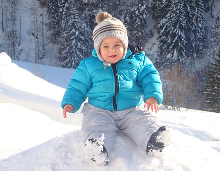 winter familienurlaub in klösterle am arlberg